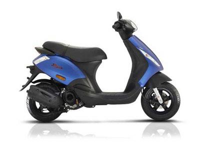 Piaggio ZIP €1899,- + accessoires t.w.v. €260,-